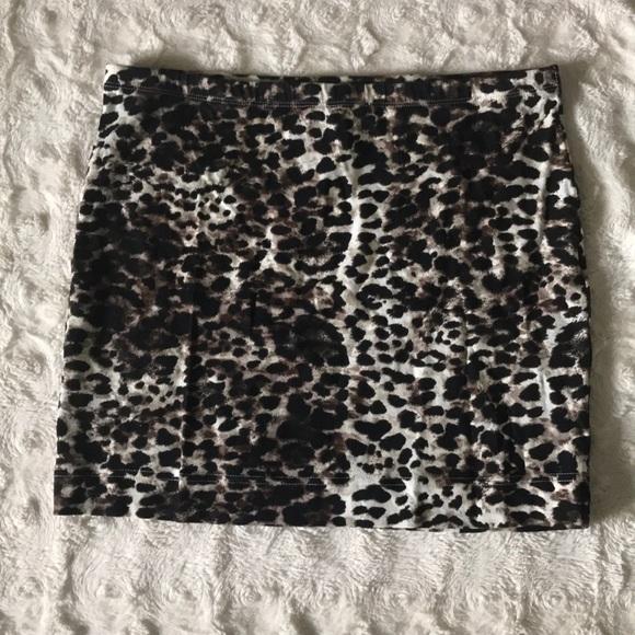 H&M Dresses & Skirts - Leopard print mini skirt